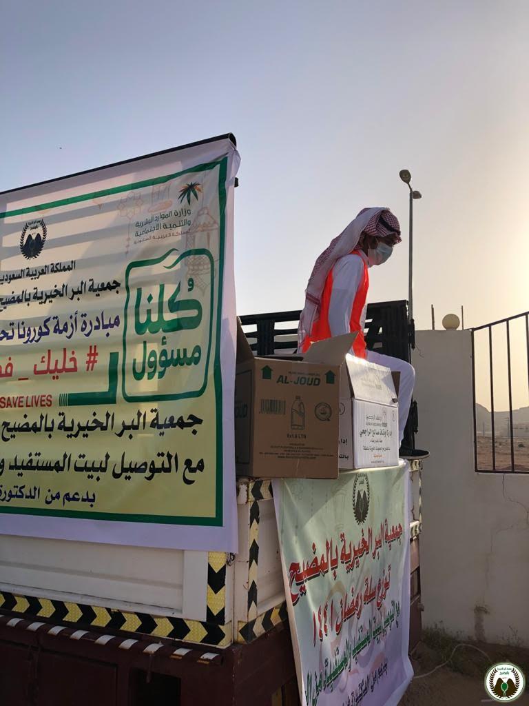 مبادرة توزيع السلال الغذائية على العمالة المتضررة من جائحة ك..